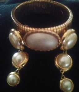 Jewelry - Vintage pearl/gold earring and.Bracelet set